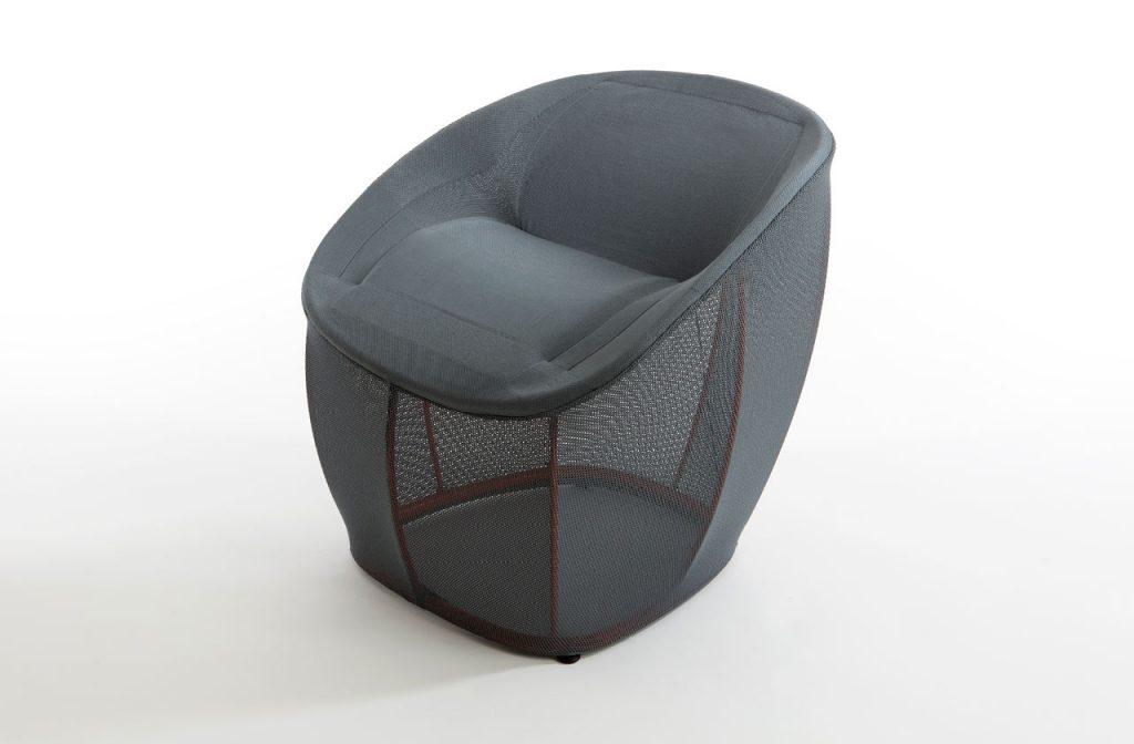 Der 3D-gestrickte Membrane Lounge Chair bietet große flexibilität und lässt einem einsinken wie eine Hängematte.